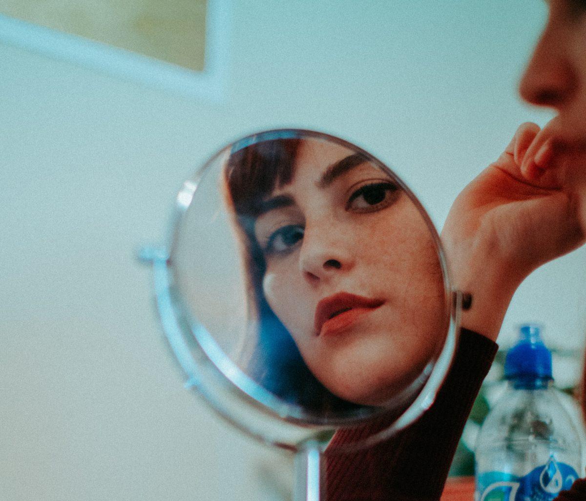 ¿Qué ves cuando te miras al espejo?